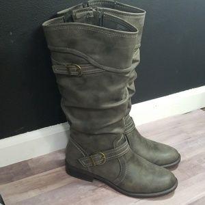 White Mountain grey boots size 10